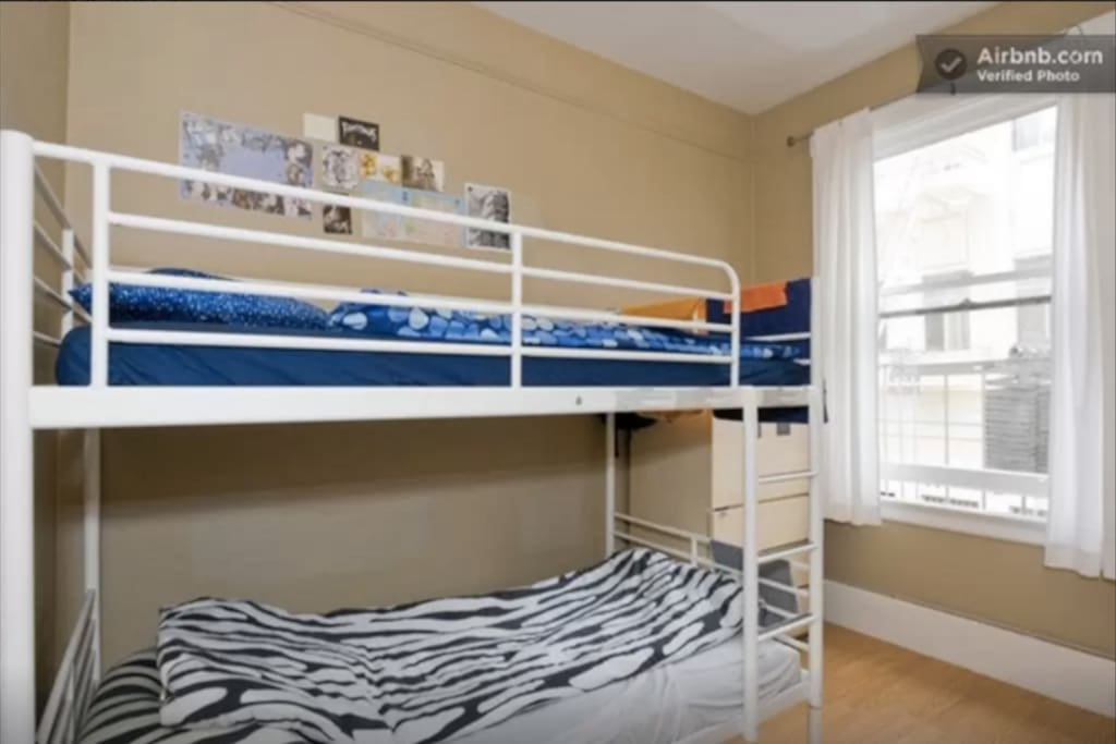 Bunk beds. Linens available to borrow if needed. Towels free!