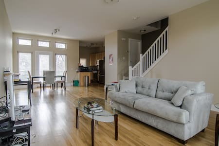 Condo in Greater University Circle - Cleveland