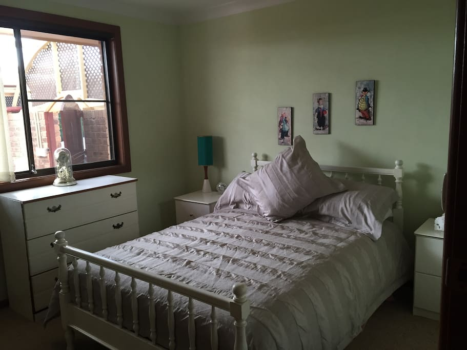 Spare bed room with duoble bed