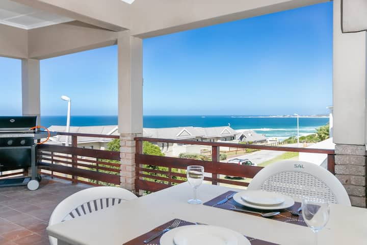 House with Superb Sea Views close to the Beach