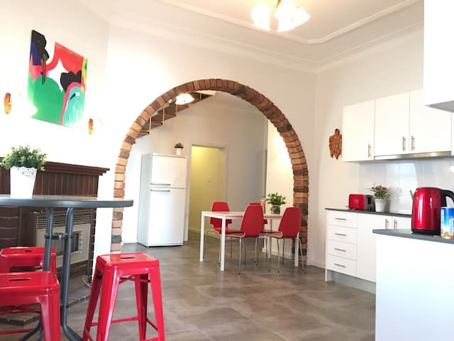Single Bedroom with balcony close to UNSW - Kingsford - Rumah