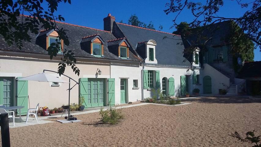La Mustrie - Longué-Jumelles - Huis