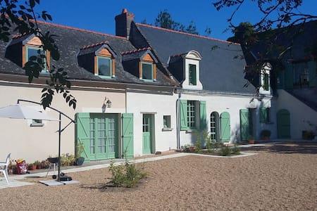 La Mustrie - Longué-Jumelles - House