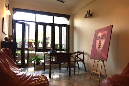 Warm, Artsy, Cozy Home decorated with love! - New Delhi