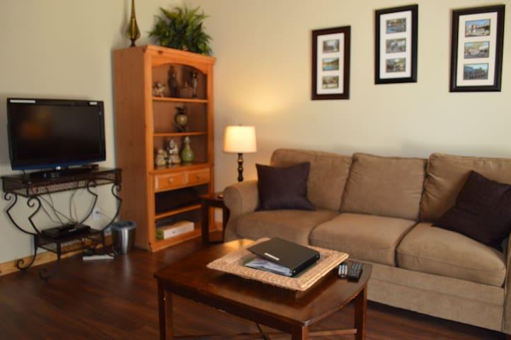 Mystic Hill Cottage Garden Suite