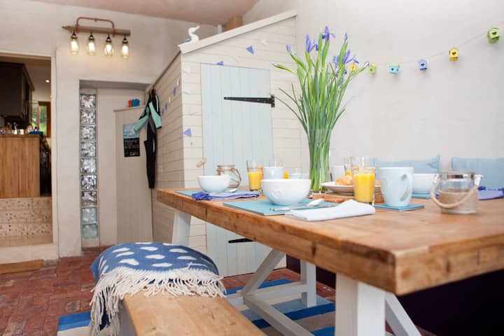 Cornish Boltholes-Cornstore(15 mins walk to beach)