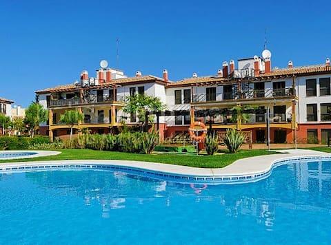 Apartamento con jardín privado y acceso a piscina