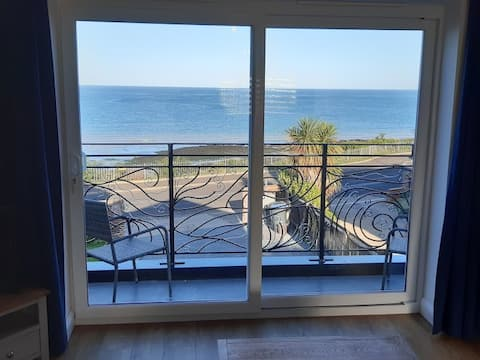 Spacious studio with fabulous seaviews and balcony