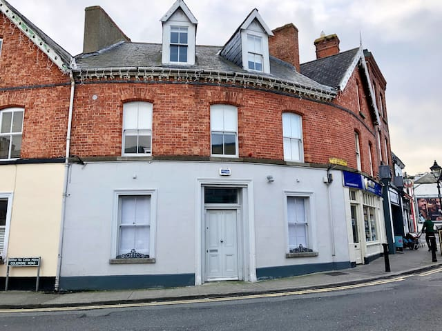 Victorian Redbrick Townhouse in Heart of Dalkey