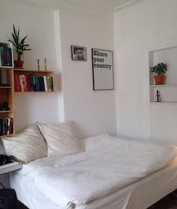 Sunny room in the heart of Vesterbro - København - Apartment