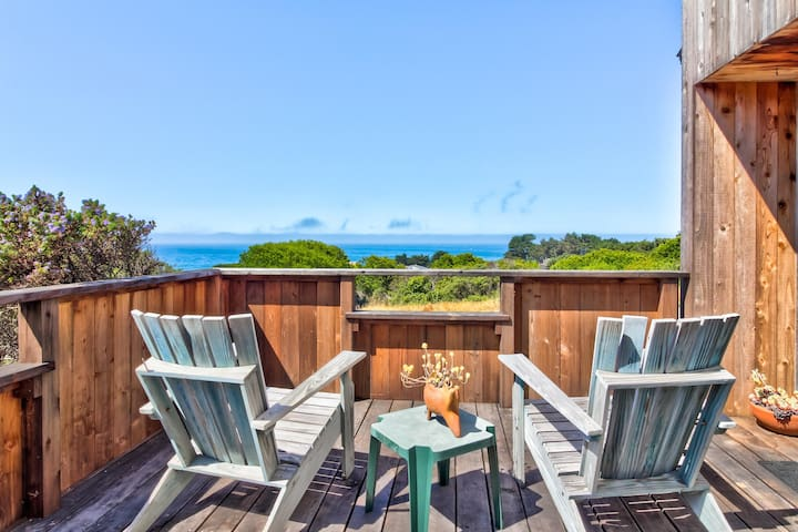 Ocean view home w/ deck - steps to shared pool, saunas & tennis, 2 dogs OK!