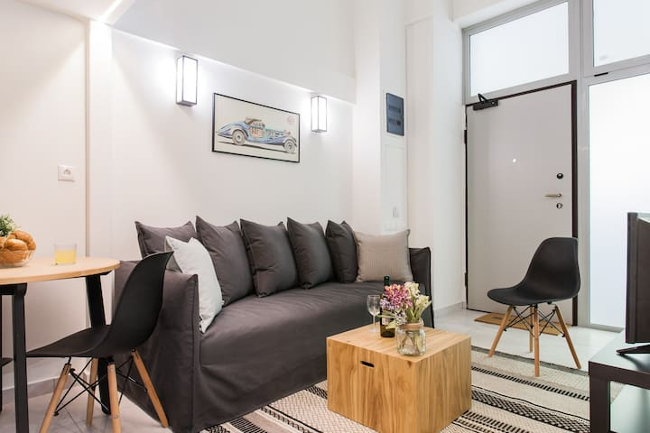 Be based in this groovy loft in the CITY CENTER!!