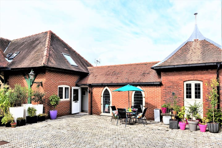 STYLISH 5* HOME, private parking ideal York, Races