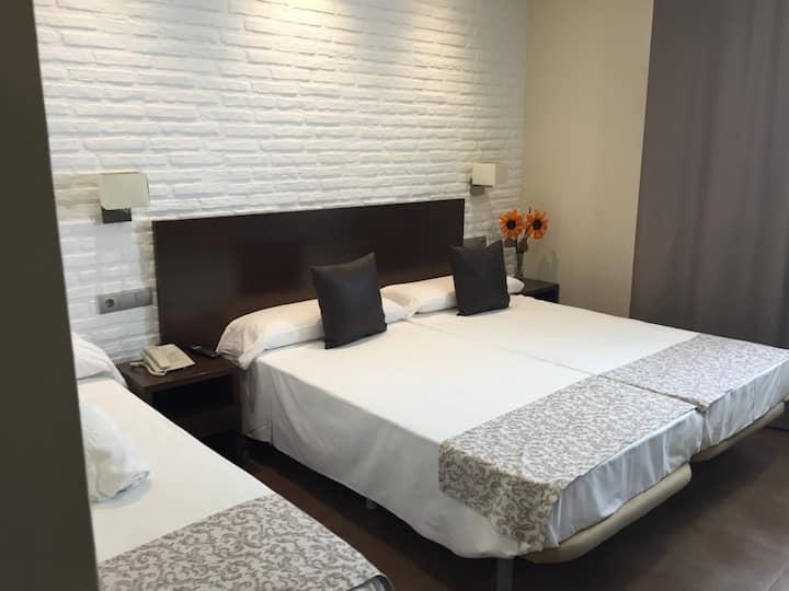 Habitación Triple | Hotel Restaurante El Corte