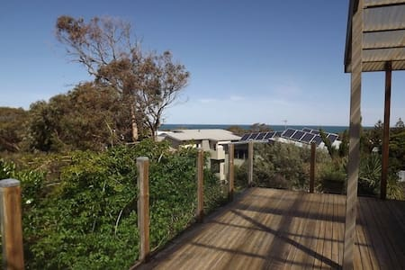 Relaxing beach-house with great sea views - Cape Paterson