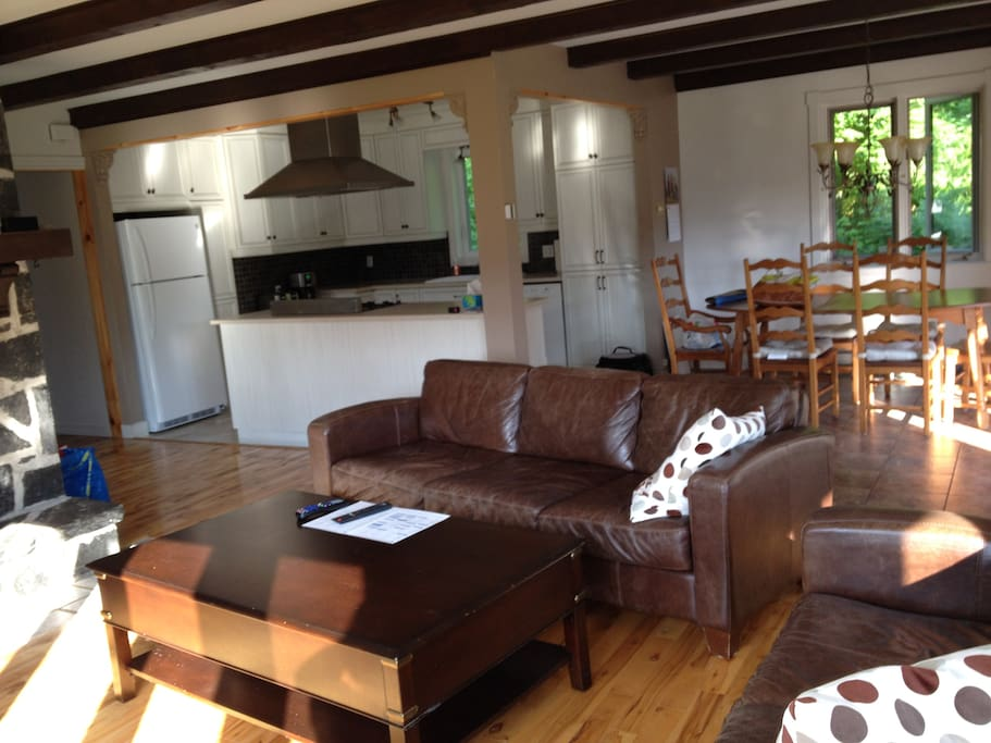 Aire ouverte salon, cuisine et salle à manger