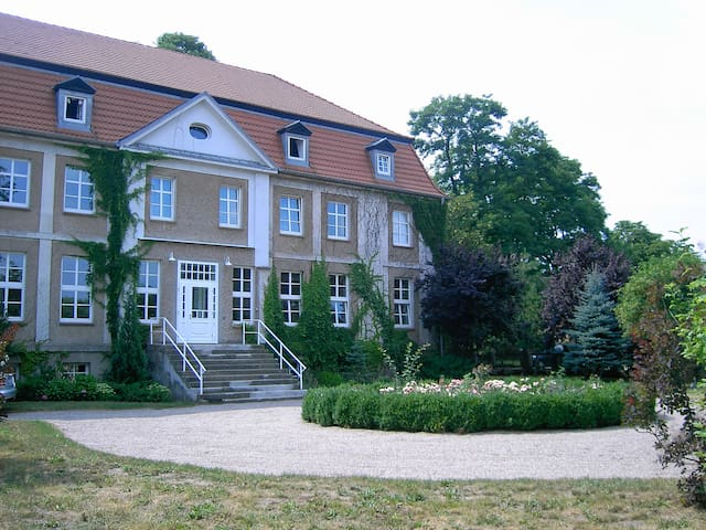 Rent a castle near the Baltic Sea - Groß Luckow - Slott