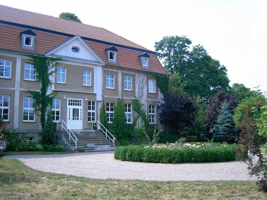 wohnen im schloss nahe ostsee rent a castle schl sser zur miete in gro luckow mecklenburg. Black Bedroom Furniture Sets. Home Design Ideas