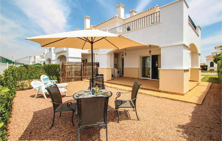 Semi-Detached with 2 bedrooms on 61m² in Roldán