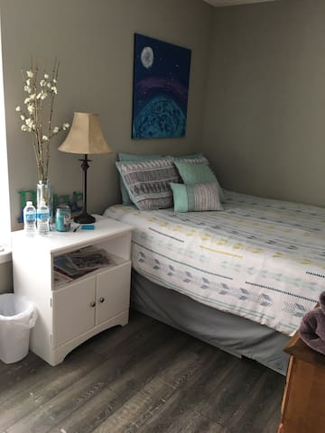 Clean Room Convenient to Downtown
