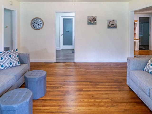 Super Clean, Recently remodeled family home.