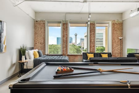 The Lux Lounge Downtown Dallas Apt