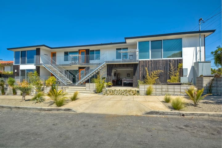 WAVE SUITE - MODERN STUNNER - 1 BLOCK TO BEACH!
