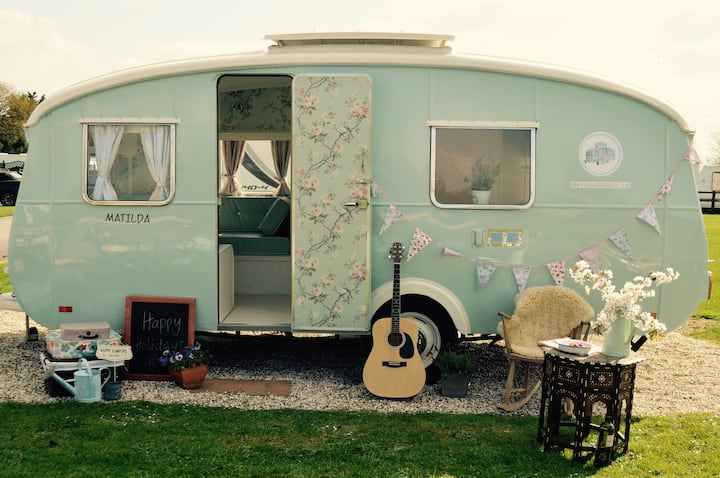 Vintage Caravan Hotel - Hurley Riverside Park