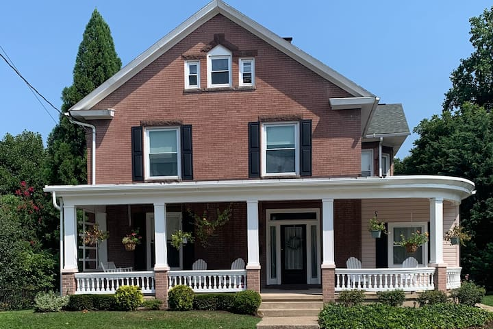 Small Town Sweets: Charming Home Near Hersheypark