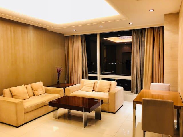 红豆万花城温馨家庭套房豪华酒店公寓(含乳胶寝具一套)