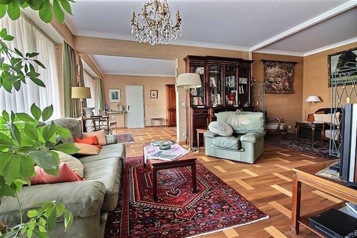 Spacious Ap | Swimmingpool | Antique furniture  - Watermaal-Bosvoorde - Apartment