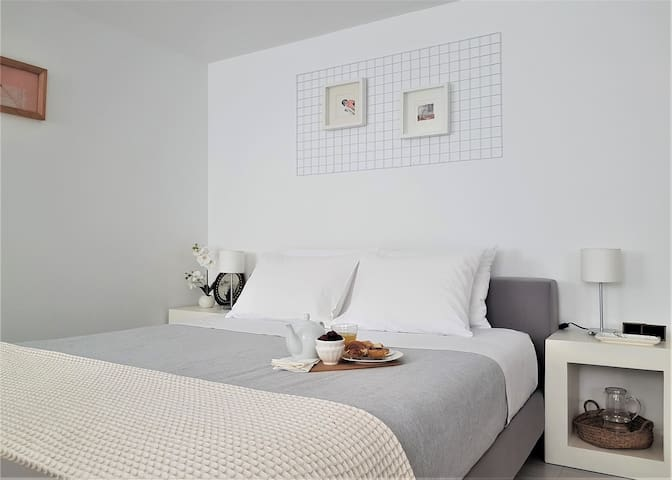 in.gracia (studio apartment near Alfama)