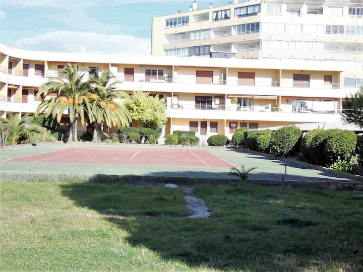 Studio for rent in Roses 250 meters from the beach-TENNIS SOL LEV
