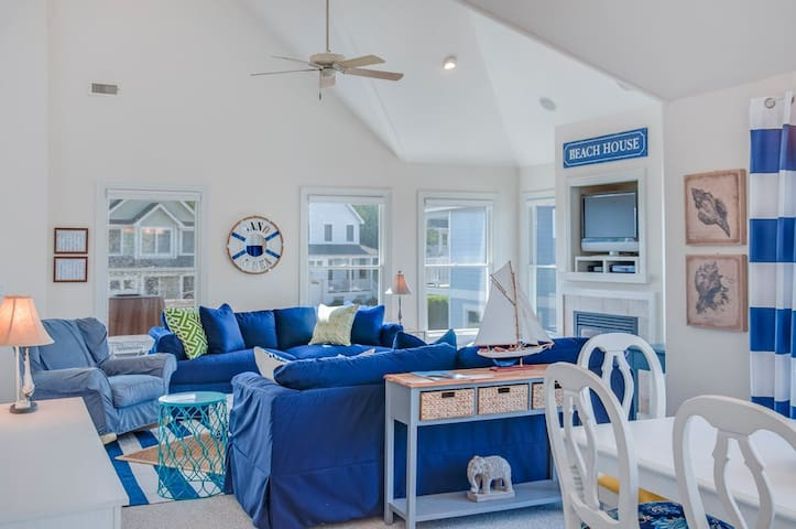 Preppy Beach House - OBX Bliss w Golf & Sea!