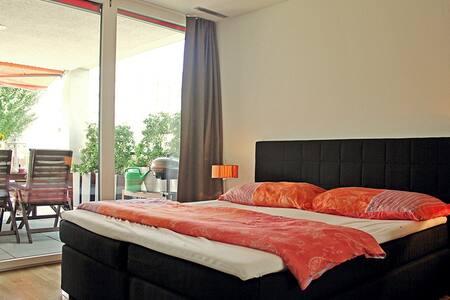 Grosse 2,5 Zimmerwohnung mit TiefgaragePP - Schlieren - Διαμέρισμα