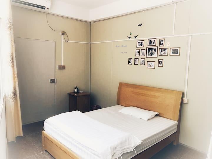 漳州动车站,一床可二人居