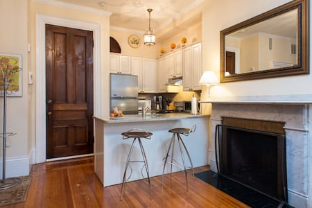 Back Bay Delight. 3 month minimum stay. Location!