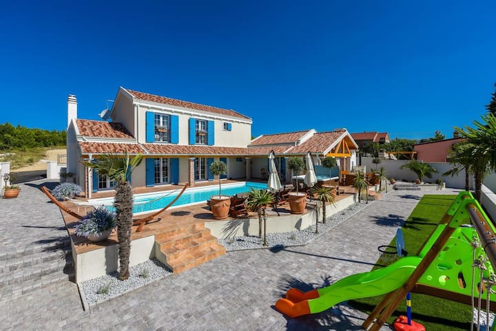 5* Luxurious Villa Majestic, 6+2