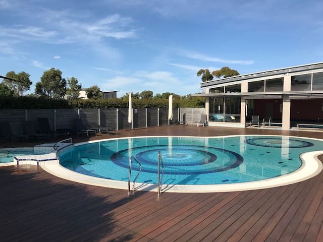 Loch Nest - heated pool, tennis, foxtel, wifi