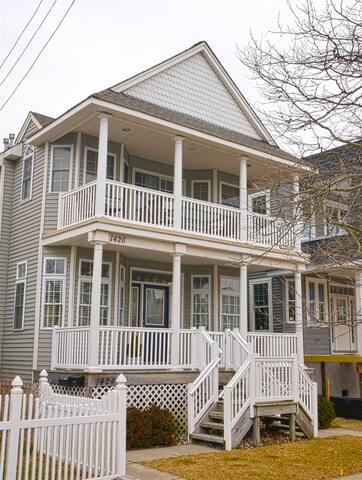 2nd Floor house 3 blocks to beach in Ocean City