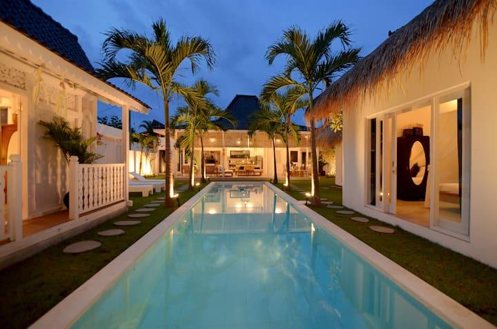 Spacious 4 BR Villa with Pool in Seminyak Square