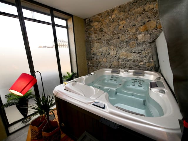 Appartement spa privatif Grenoble At Home Spa