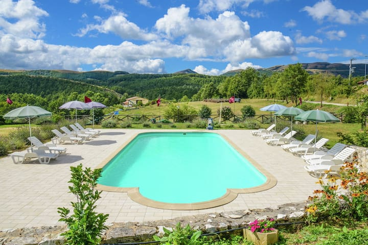 Exquisite Farmhouse in Pupaggi with Swimming Pool
