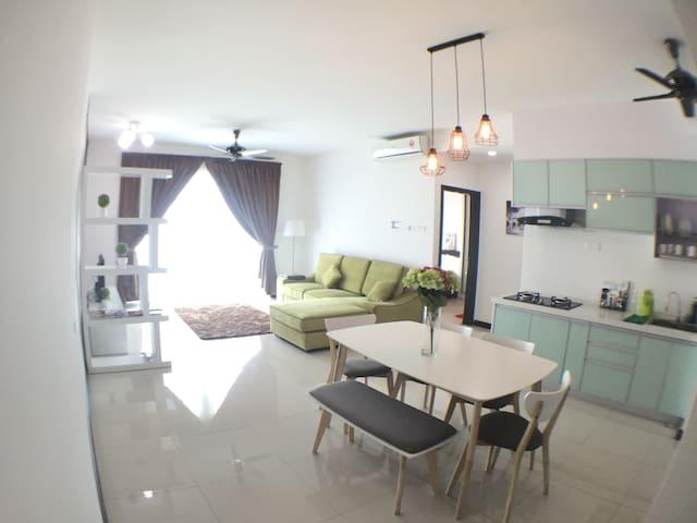 BRAND NEW 5* SeaviewCondo in the heart of PENANG - Gelugor - Apto. en complejo residencial