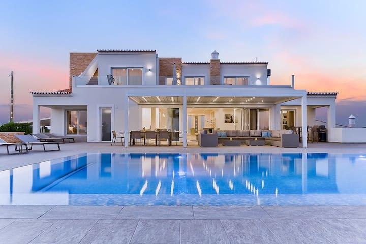 Luxury 6 Bedroom Villa With Infinity Pool sea view