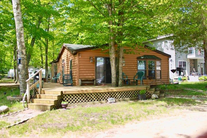 American Resort Cottage on Little Platte Lake