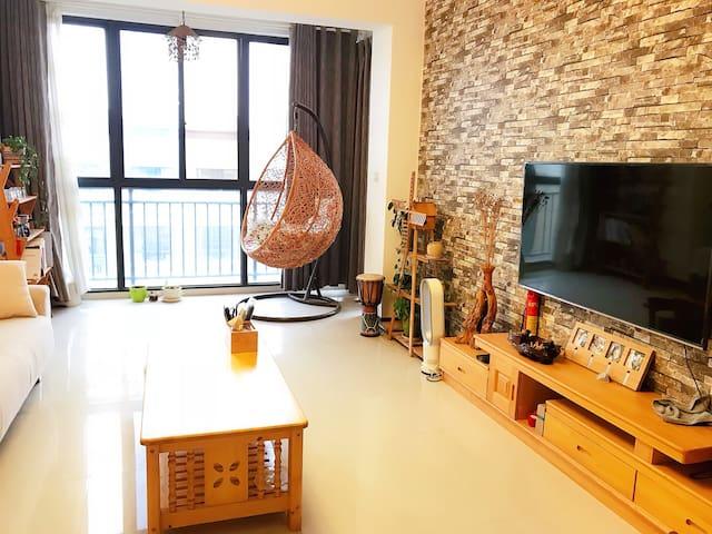 一室一厅一厨一卫一阳台家具齐全整套出租让你有家的感觉