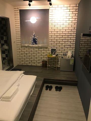 淡水雙人房{Mississippi}。絕美設計公寓。24小時 自助式入住