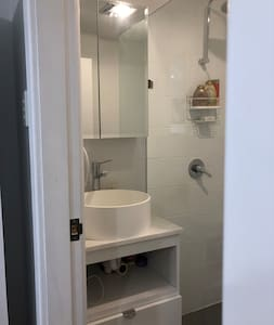 Private Sydney beach pad, incl personal bathroom.