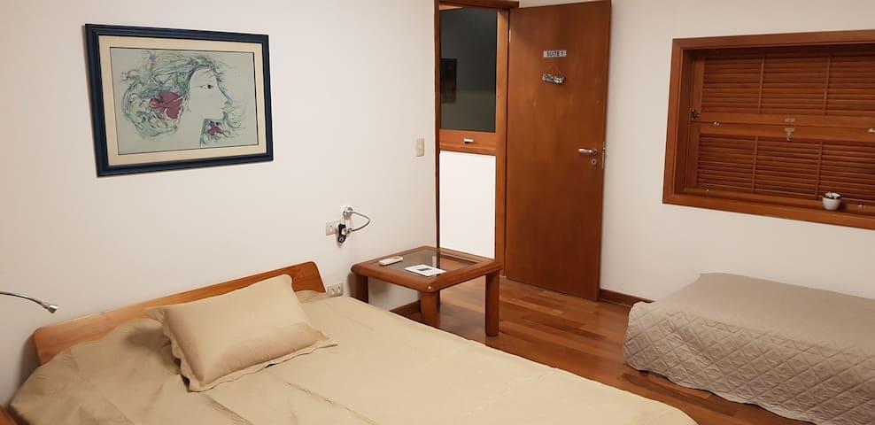 Suite diferenciada Alto Pinheiros casal  (2+1+1)